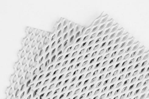 チタン製ラス網に白金メッキ