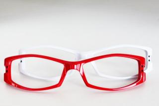 プラスチック製眼鏡